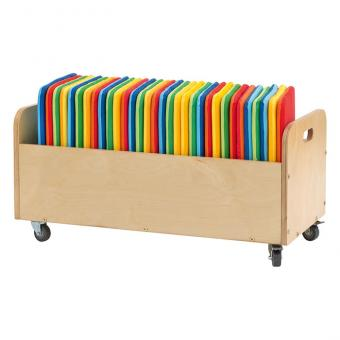 Mobiler Kissenwagen mit quadratischen Sitzkissen